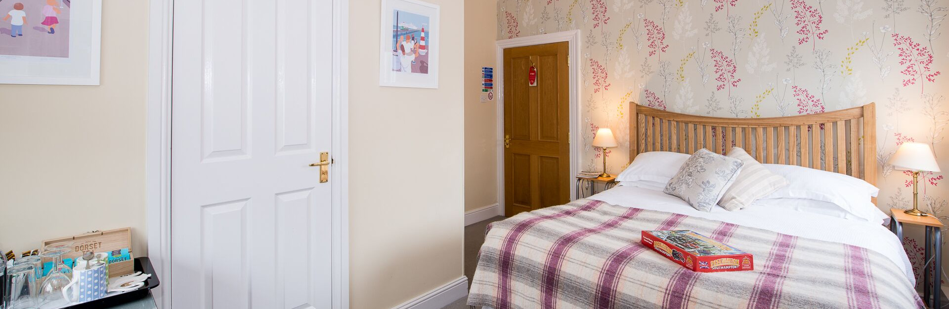 Southampton Guest Lodge Rooms Available